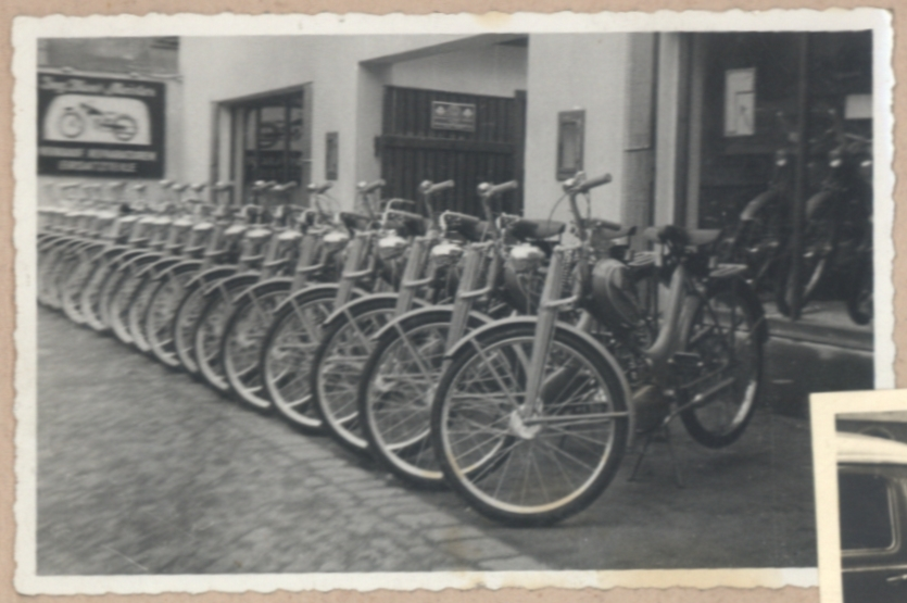 HMW-Ausstellung vor dem Geschäft in der Elisabethinergasse
