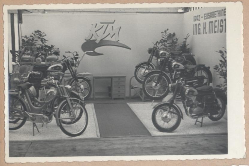 KTM Motorräder Ausstellung Bild 3