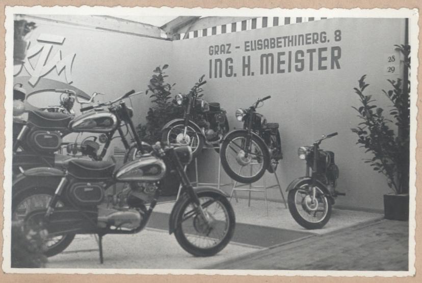 KTM Motorräder Ausstellung Bild 2